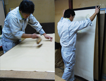 畳とは打って変わって、襖・障子の貼替えは全て手作業になります。ただ紙を貼っているように見えてそうではないんです。畳の材料と同じで、襖紙や障子紙も生き物。水を含めば伸びますし、乾燥すれば縮みます。始めの頃、何度も失敗して貼り直した経験が今に生きているようです。
