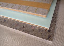 薄くてもクッション性に優れた材料に、最先端の圧着工法